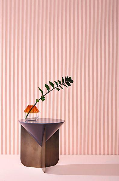 """<p>Rosa mit einem Spritzer Orange! So inszeniert Matteo Zorzenoni seinen """"Cone""""-Sidetable aus lackiertem Harz und Metall, 0300 Euro scapincollezioni.com</p>"""