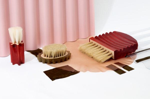 Der nachhaltige Algenauszug in Sophie Stanitzeks Bürsten könnte herkömmlichen Kunststoff schon bald in den Schatten stellen.