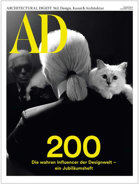 Doppelcover! Diese Ausgabe ist auch eine Hommage an den großen Modeschöpfer, der dieses Jahr von uns gegangen ist: Karl Lagerfeld.