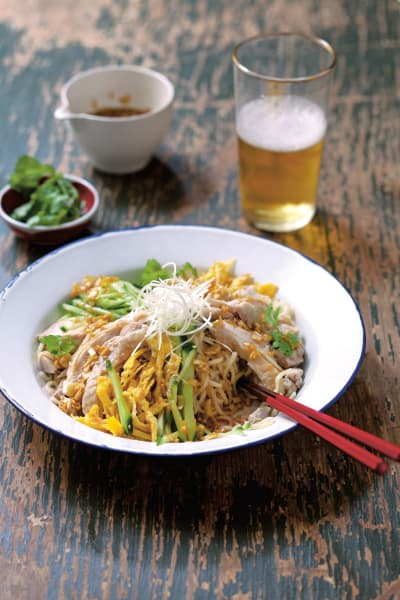 Hiyashi Chuka: Weizennudeln mit Hühnchen und Gurke.