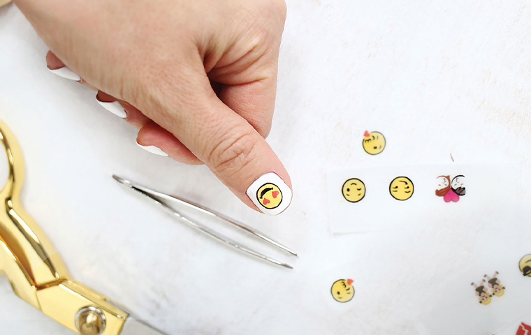 Cannon launches customized nail stickers