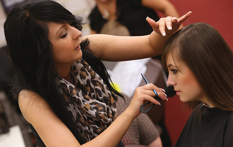 Hairdressers to tackle domestic violence