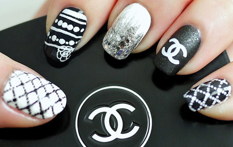 Chanel Logo Nails – The new trend