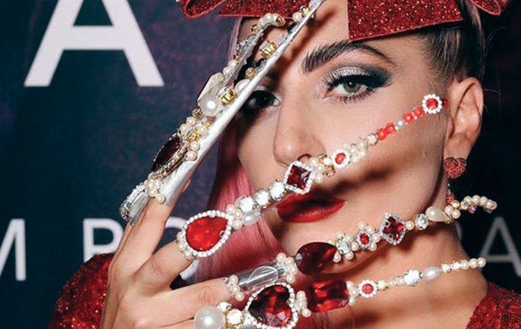 Lady Gaga sports a quirky nail art