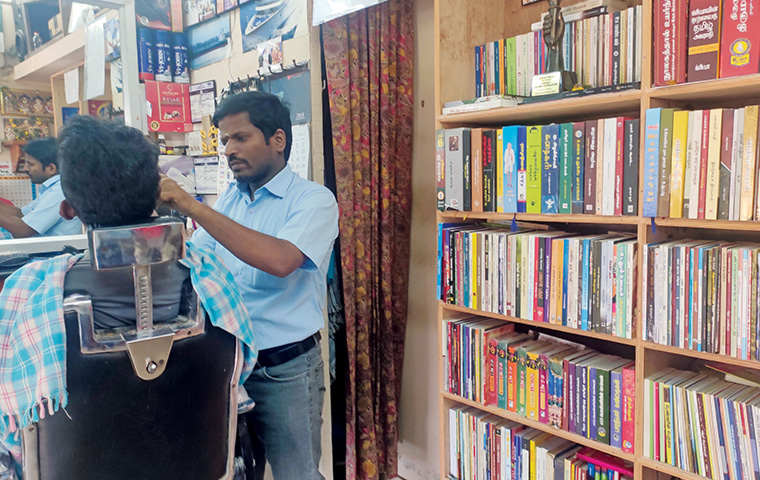 TN Salon Owner encourages customers to read and avail discounts in his salon