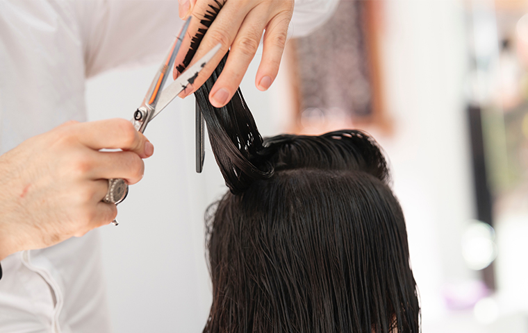 Salon at Theni offers haircut for Rs 1/- on its 10th anniversary