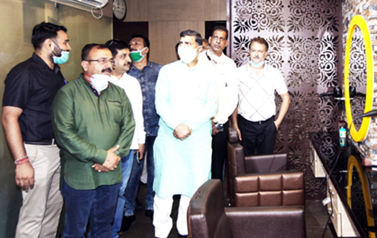 MP inaugurates Page-3 Salon in Jammu