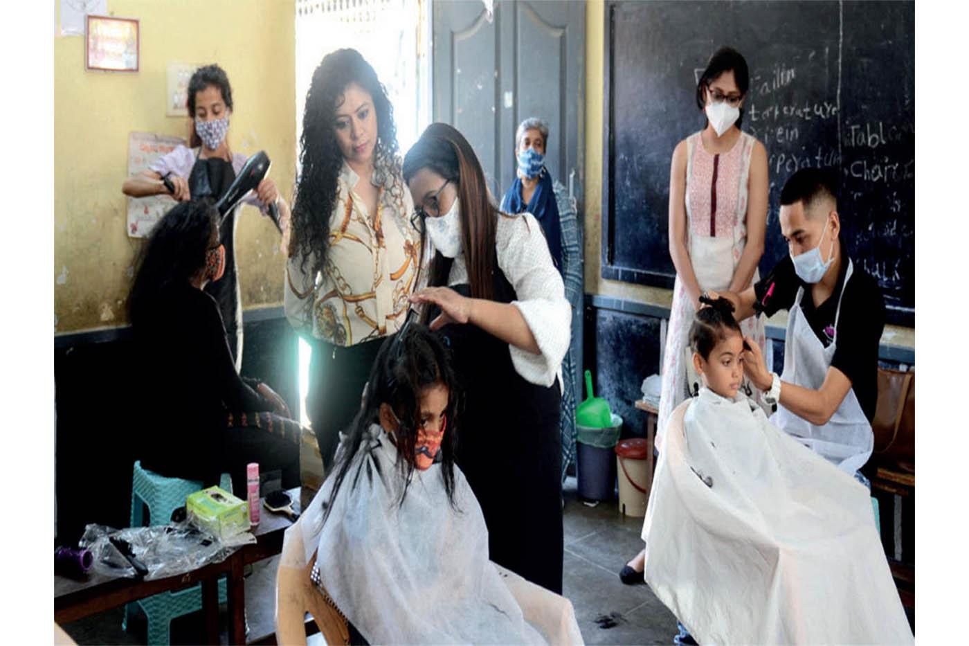 Bengaluru stylists give free haircuts to 30 girls