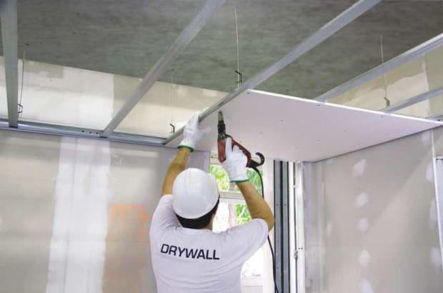 Instalação de teto em gesso drywall