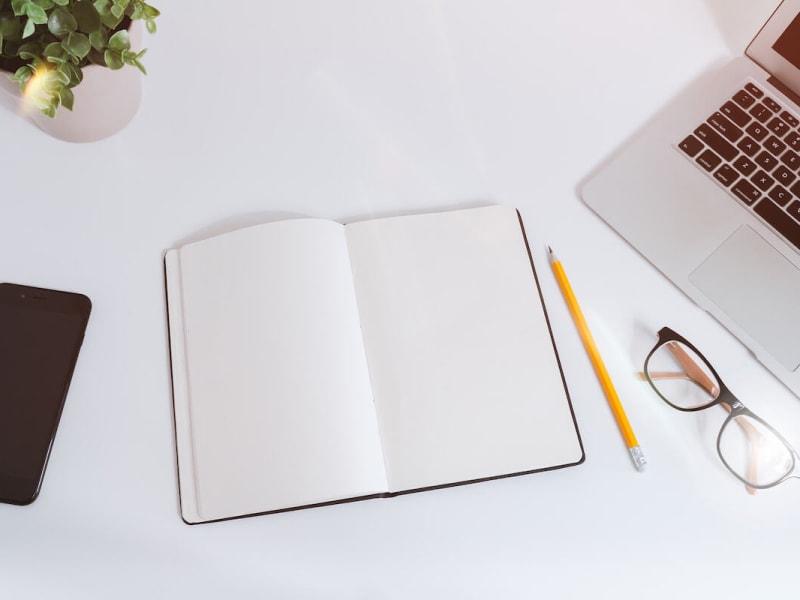 Imagem de destaque do post Como começar a escrever um conto: dicas para sua carreira