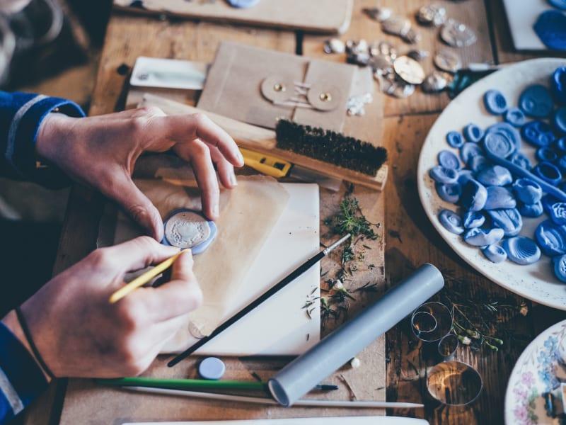 Imagem de destaque do post Como ganhar dinheiro com artesanato? Veja 4 ideias incríveis