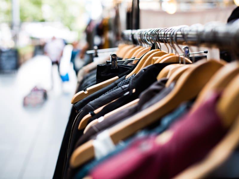 Imagem de destaque do post Como vender roupas online e offline: aprenda aqui!