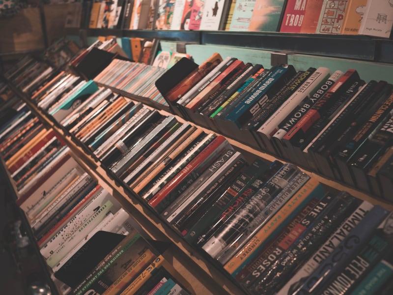 Imagem de destaque do post 5 livros sobre vendas essenciais para aumentar os lucros das suas vendas