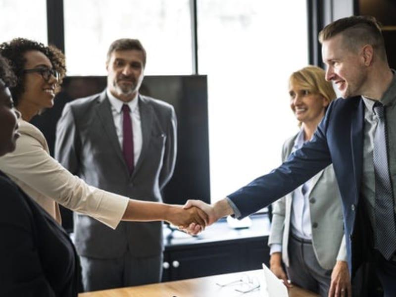 Imagem de destaque do post Mensagem para clientes: como fortalecer relações no mundo dos negócios