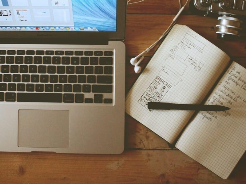 Imagem de destaque do post Quero escrever e ganhar dinheiro. Como começar uma carreira?