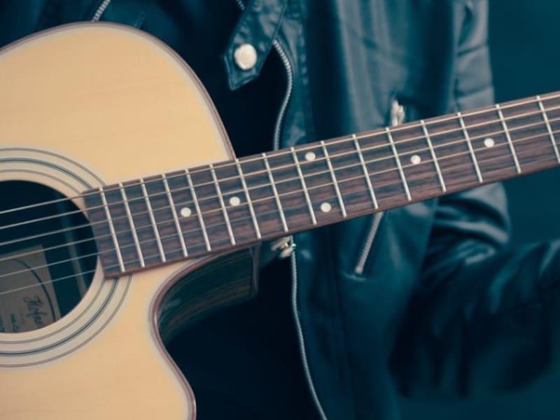 Imagem de destaque do post Aula de violão online - Aprenda a tocar violão