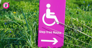 sign in grass pointing to a step free route