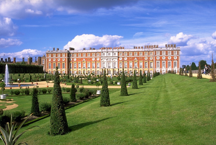 Hampton Court Palace Tours: 200 Years of History, Architecture, and Design