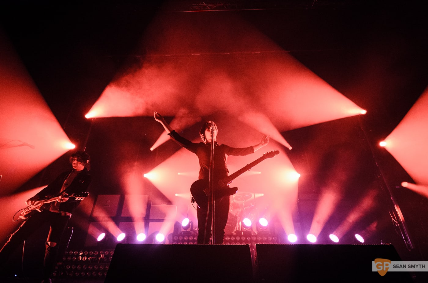 catfish-and-the-bottlemen-at-the-olympia-theatre-by-sean-smyth-20-11-16-8-of-27