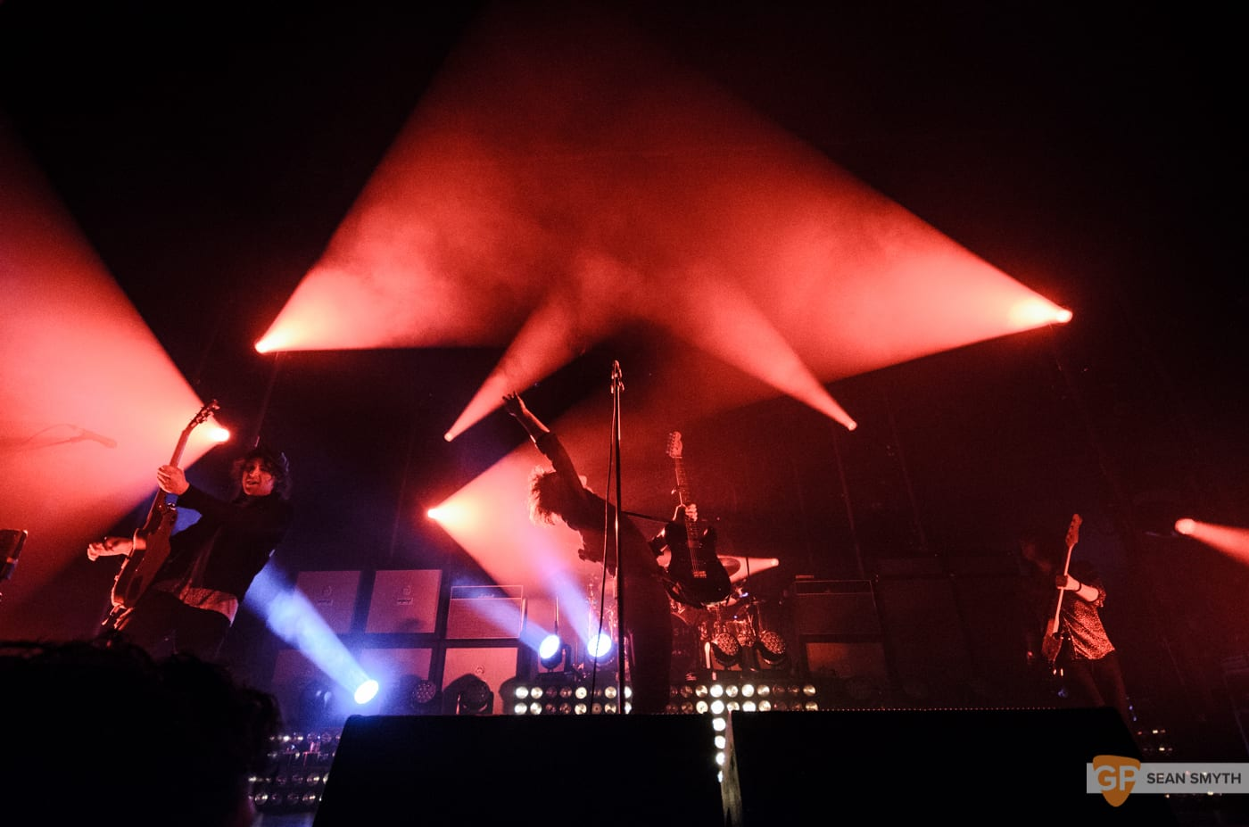 catfish-and-the-bottlemen-at-the-olympia-theatre-by-sean-smyth-20-11-16-9-of-27