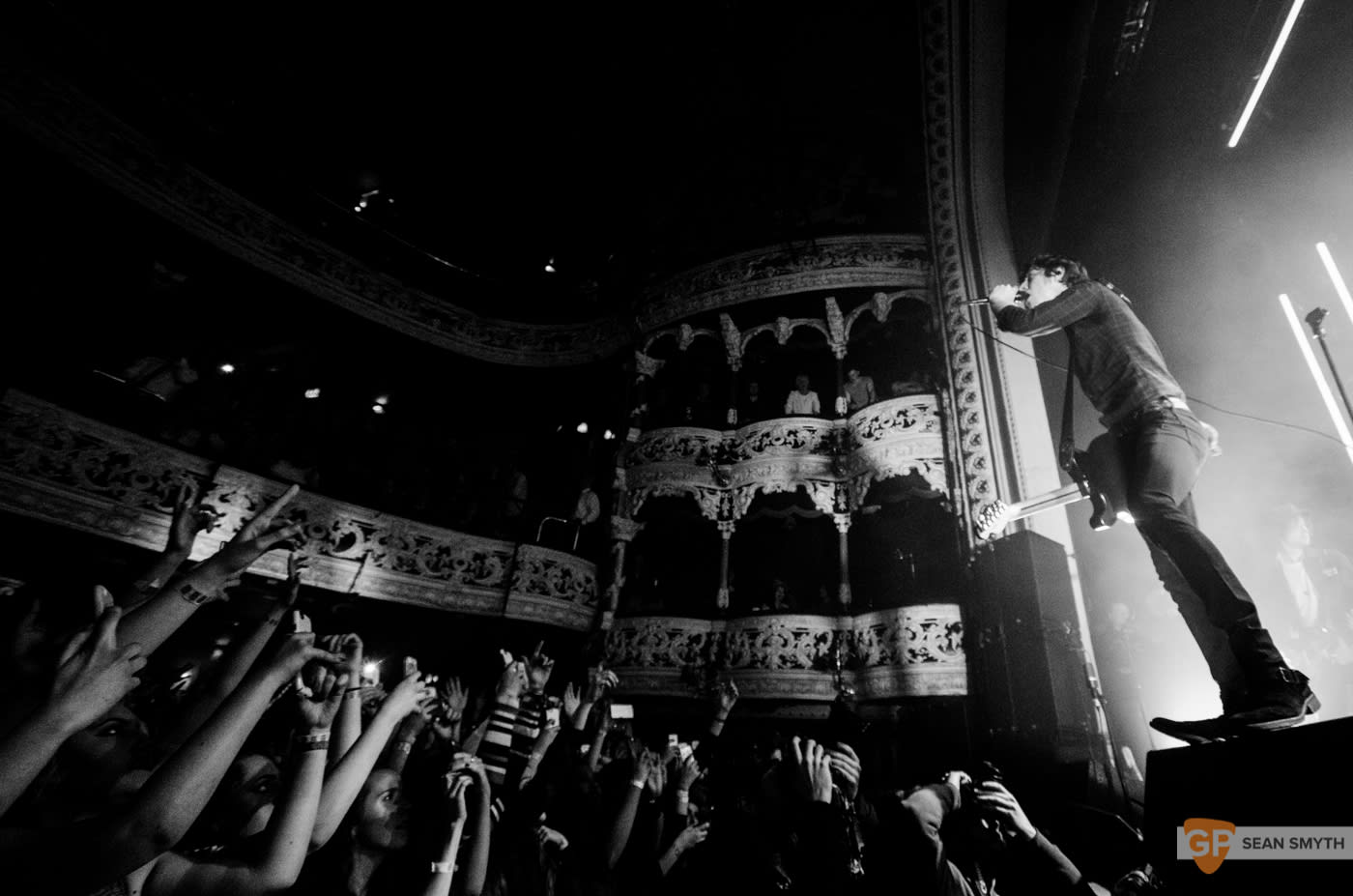 catfish-and-the-bottlemen-at-the-olympia-theatre-by-sean-smyth-20-11-16-20-of-27