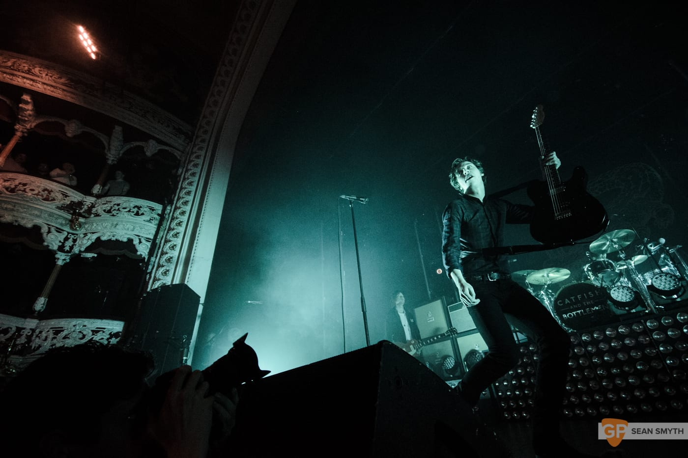 catfish-and-the-bottlemen-at-the-olympia-theatre-by-sean-smyth-20-11-16-13-of-27