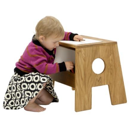Bæredygtigt lille bord til børneværelset