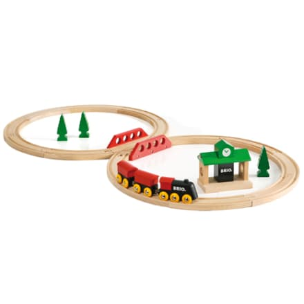 Klassisk togbane med skiftespor, station og tog