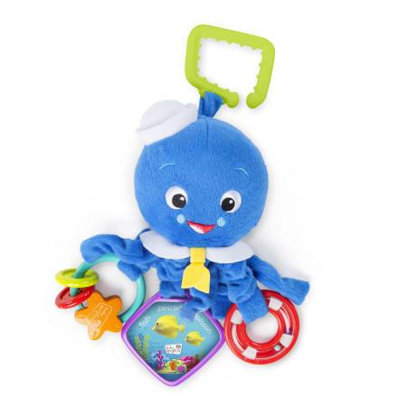 Sørg for at baby er underholdt på turen eller aktivitetstæppet