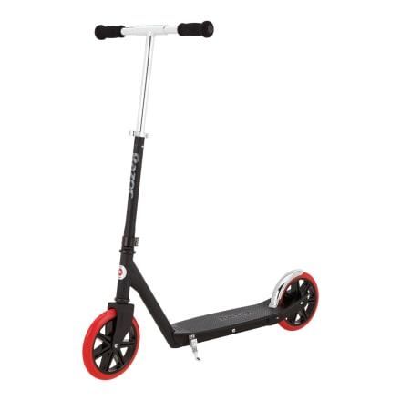 Med støttefod, bagbremse, kraftigt stålstel og store hjul