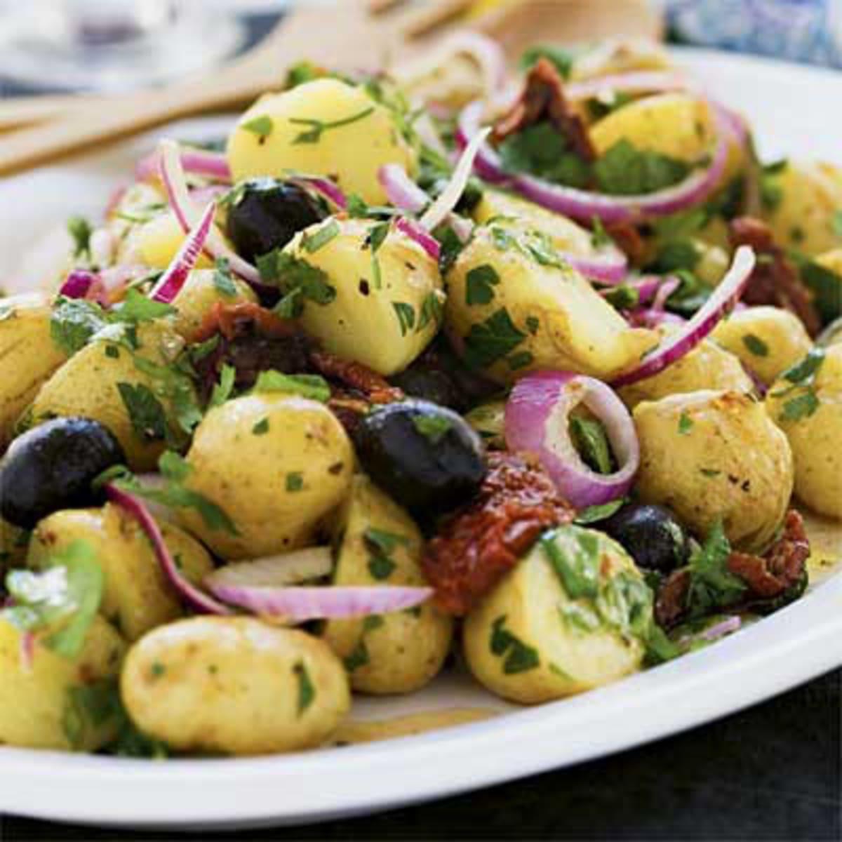 potatissallad med soltorkade tomater och fetaost