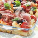 Rörpasta med mozzarella, tomater och oliver