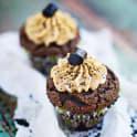 Chokladcupcakes med lakritstopping