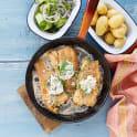 Smörstekt torsk med syrlig gurksallad och pepparrotssås