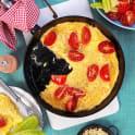 Omelett med ost och tomat