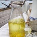 Fläder- och citronsnaps