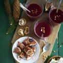 Rödbetssoppa med chèvre och pinjenötter