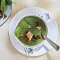 Grönsakssoppa med lax och krutonger