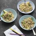 Krämig spagetti med kycklingfärs, salvia och citron