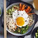 Soppa med nudlar och krispiga grönsaker