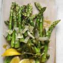 Grön sparris med parmesan och kapris