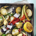 Potatissallad med grillade grönsaker och basilikavinegrätt