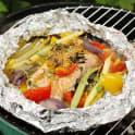 Laxpaket med grönsaker och rökt paprikasmör
