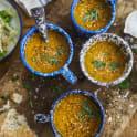Morotssoppa med curry och sesamfrön