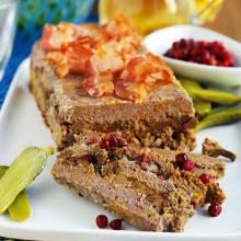 Bild på Köttfärslimpa med kantareller och bacon