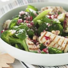 Bild på Broccolisallad med grillad halloumi