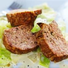 Bild på Köttfärslimpa med gräddstuvad vitkål