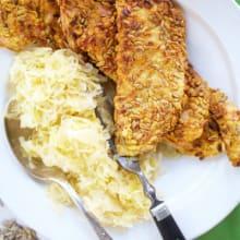 Bild på Solrospanerad schnitzel med surkål