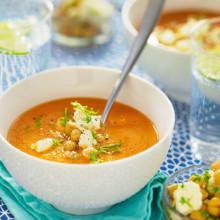 Bild på Tomat- och morotssoppa med kikärtor och getost