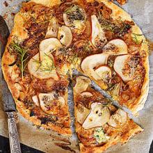 Bild på Päronpizza med karamelliserad lök och stilton